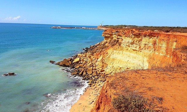 rocky coast 4926631 640 Hoteles en Andalucia